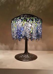 800px-Wisteria_Tiffany_Studios_Lamp
